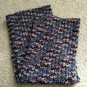 Accessories - Gorgeous knitted infinity scarf